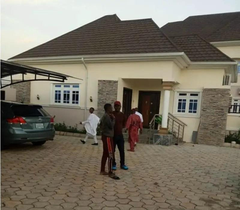 Simon Opens  New Palatial Home In Kaduna