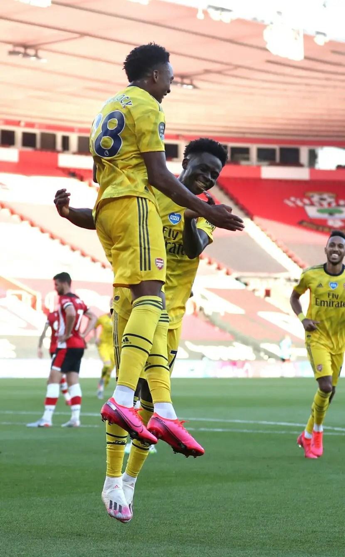 Arsenal Beat 10-man Southampton To Keep Champions League Qualification Hopes Alive