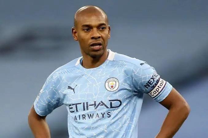 Fernandinho Signs New Manchester City Contract