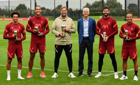 Wenger Presents Klopp, Liverpool Stars With FIFA Awards