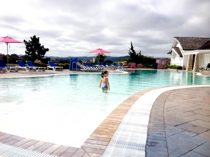 Kids Madonna Inn_ infinty pool_