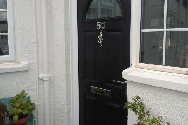 Black-4-Panel-1-Arch-Global-Composite-Door-6