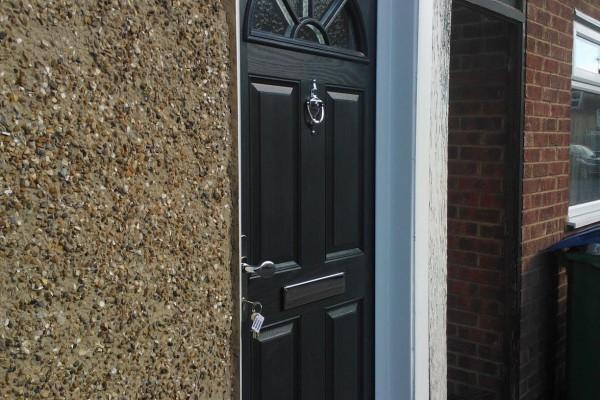 Black-4-Panel-1-Sunburst-Global-Composite-Door2 2