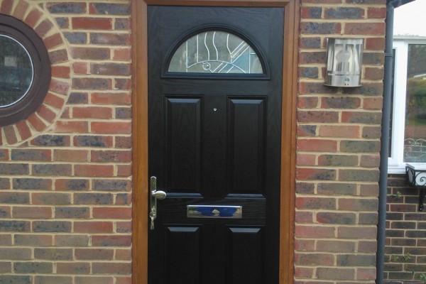 black-4-panel-1-arch-global-composite-door-woodgrain-frame