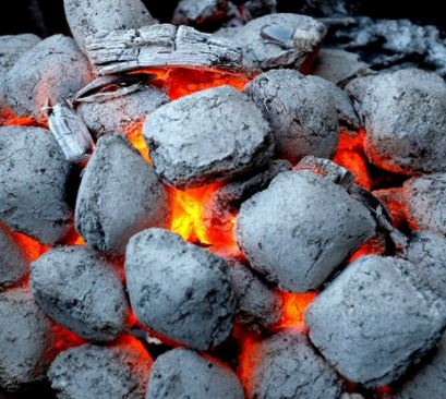 Briquetas de carbon encendidas