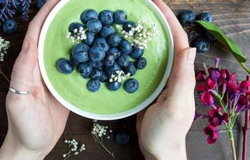 Bowl de smoothie verde con Kéfir