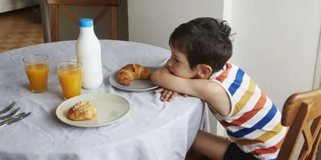Cómo debe ser un desayuno saludable para un niño