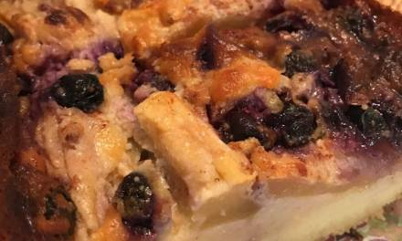 Receta de cake de kéfir con arándanos y manzanas
