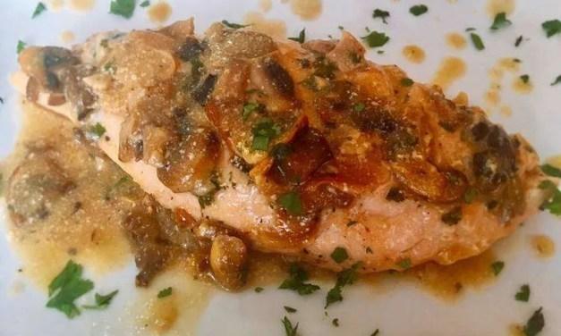 Solomillo de pavo con hongos y salsa de kefir, cilantro y lima