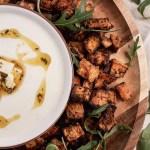 Boniato al Horno con salsa de Kéfir y Queso Feta