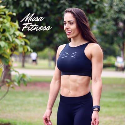 Caroline Trigueiro, profissional da área de saúde - formada em Educação Física e Pós Graduada em Bases Fisiológicas, Medicina Avançada e Nutrição Esportiva.