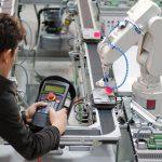 Robot industriale controllato a distanza