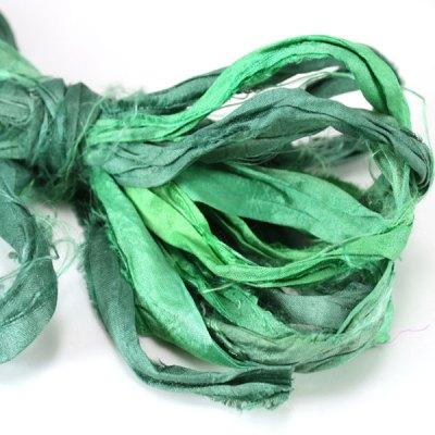 Ruban de soie de sari vert pour couture, artisanat, art textile, création bijoux