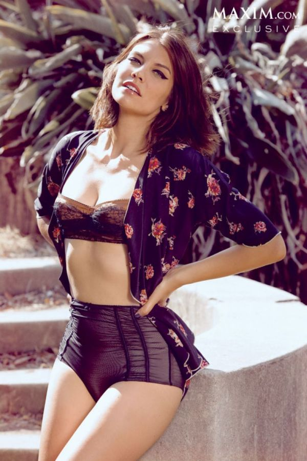 lauren-cohan-in-maxim-magazine-october-2013-issue_1