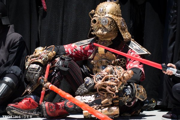 steampunk-darth-vader-looked-particularly-grumpy-sitting-under-the-hot-san-diego-sun