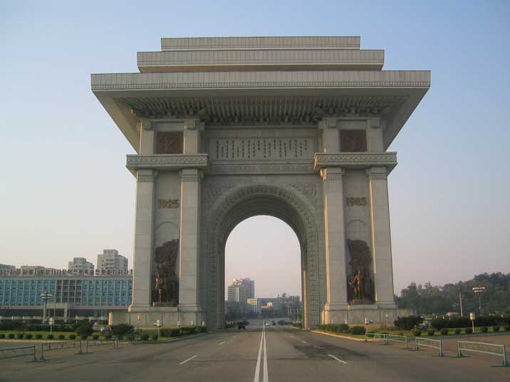 https://i1.wp.com/www.comtourist.com/images/large/north-korea-04/pyongyang-arch-of-triumph-01.jpg