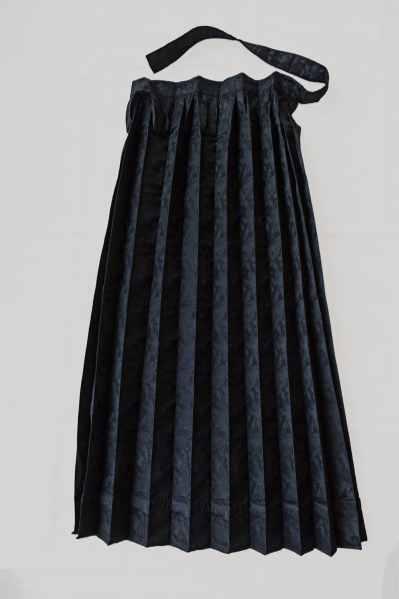 Grembiule dell'abito con scialle di seta