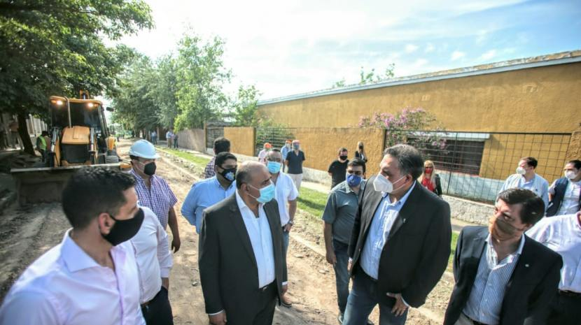 Con insumos locales, inicia la revalorización de las calles en Las Talitas