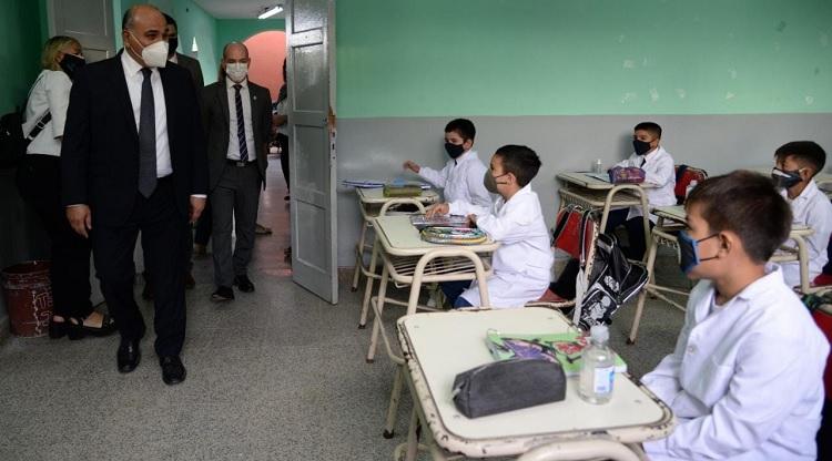 Docentes, padres y alumnos esperanzados por el retorno a clases presenciales