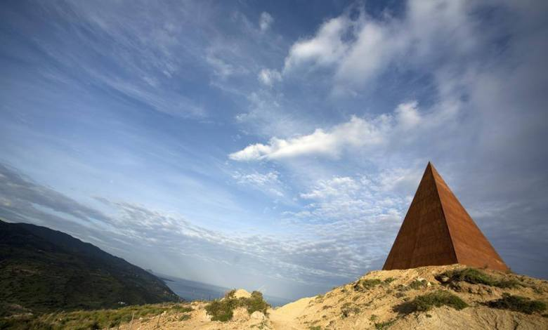 La Piramide del 38° Parallelo