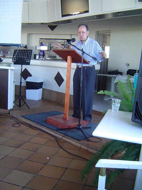 Pedro preaching