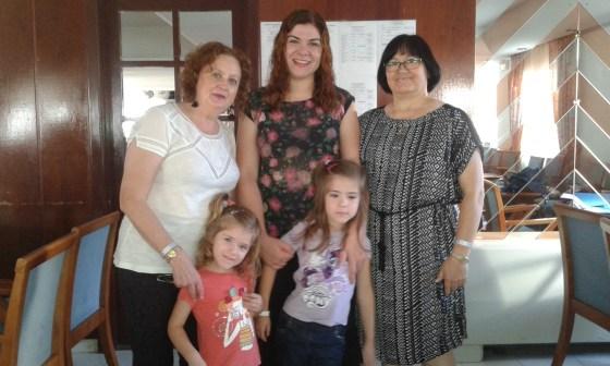 Mariví, Magdalena, niñas y Brígida