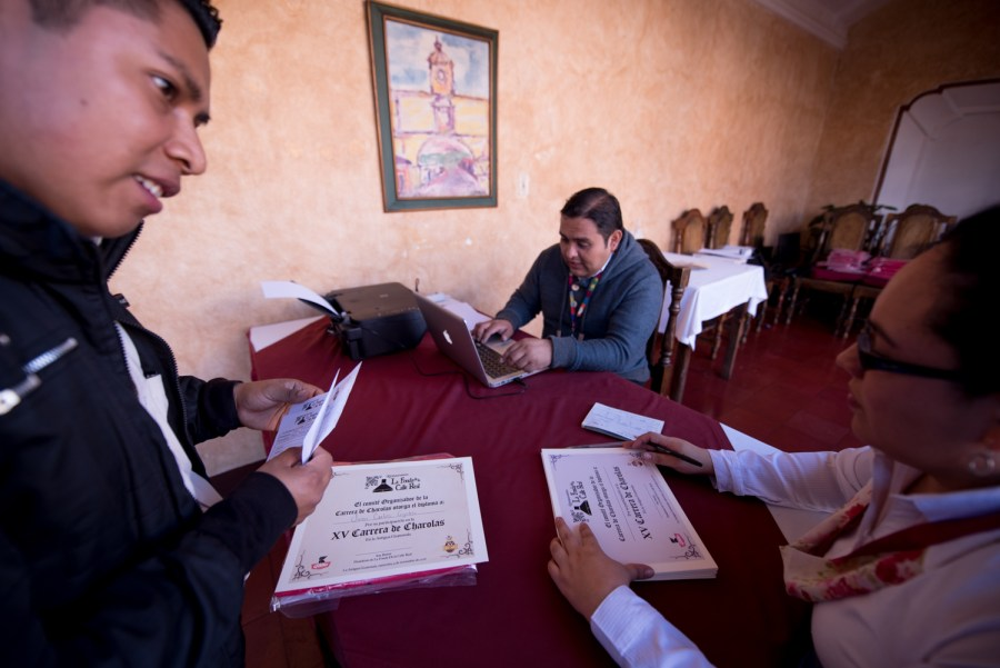Runners-waiters check in at a local restaurant in La Antigua Guatemala, that organizes the Race of Trays. Photo: Santiago Billy/Comvite