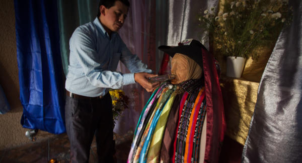 Nicolas Tziná, a Maya curer in Santiago Atitlan, and keeper of one of the Rilaj Mams of the town. Photo: Jeff Abbott/Comvite
