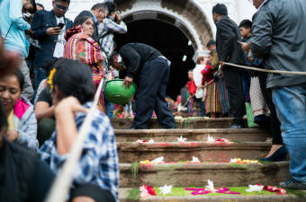 Townspeople of Patzún wait fot the procession to exit the local Church. Photo: Monodelespacio