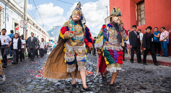Dancers walk through the streets of La Antigua Guatemala during the celebratios of the town fair. Photo: Leonel Mijangos/Comvite
