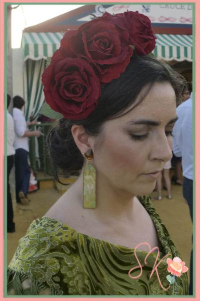 Con pendientes de Artepeinas, flores de Carme Sanchez y Mantoncillo de Carmen Romero para Carmen Sanchez