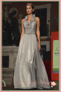 Vestido madrina o ceremonia en gris de Laura Lopez