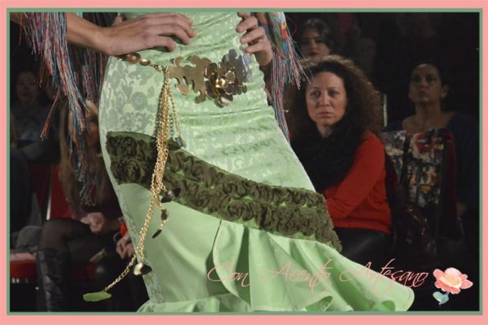 Cinturon de metal con motivos florales de Marga Macias para la coleccion Pensando en ti de Angeles Verano