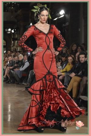 Traje de flamenca en rojo y negro de Sanchez Murube