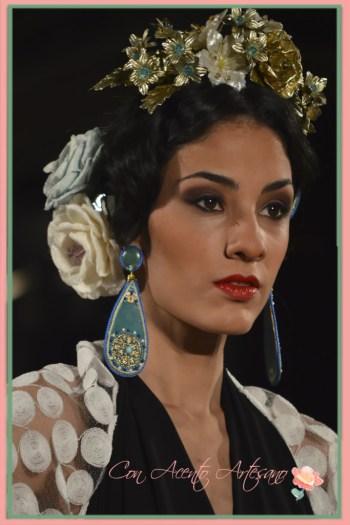 Flores flamencas de talco, de terciopelo y de nácar de Antonio Moro