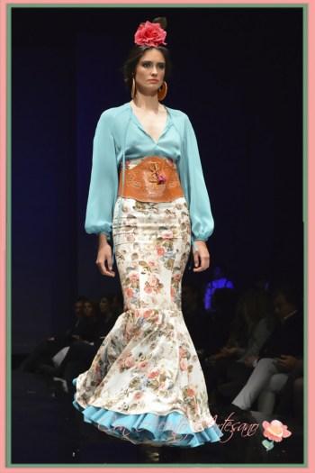 Cinturón ancho de piel de Pilar Rubio para un dos piezas flamenco