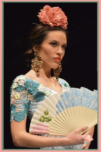 Pendientes y abanicos para trajes de flamenca Pilar Rubio