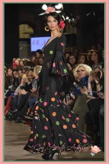 Traje de flamenca negro con lunares de colores de El Ajolí