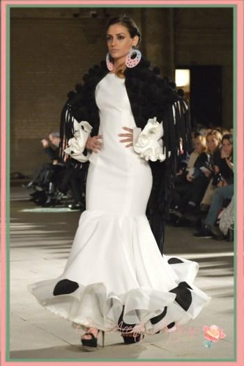 Traje de flamenca blanco de Twins in Fashion en Wappissima 2016