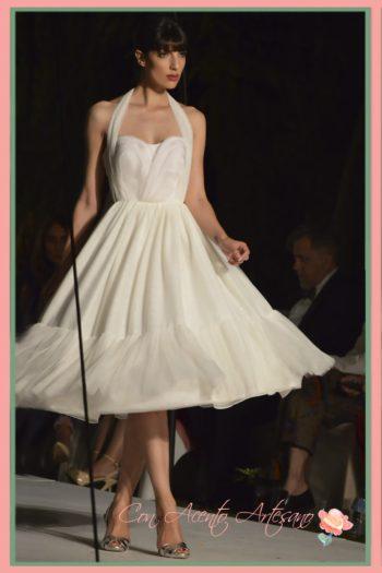 Vestido de novia corto de Victoria Salas en SUR Fashion Experience