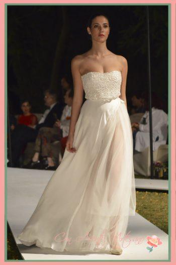 Vestido de novia escote corazón y transparencias de Victoria Salas en SUR Fashion Experience
