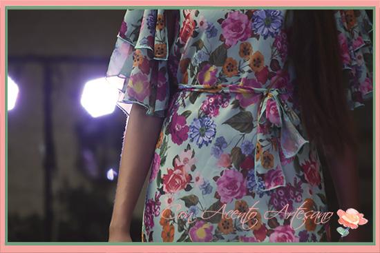 Mangas de capa y lazada vestido Alegna colección 'El jardín de flores'