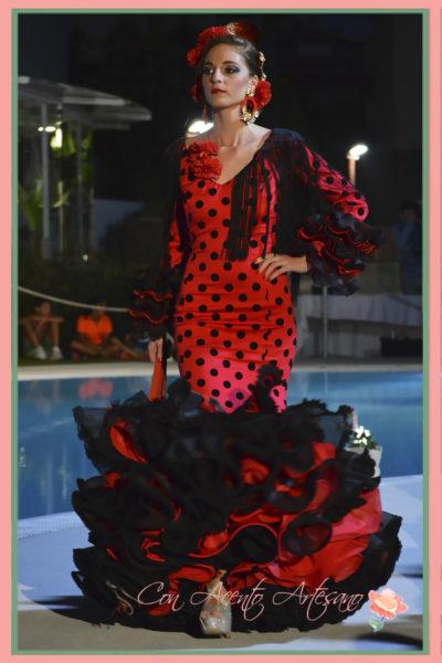 Traje de flamenca rojo de lunares negros de Melisa Lozano