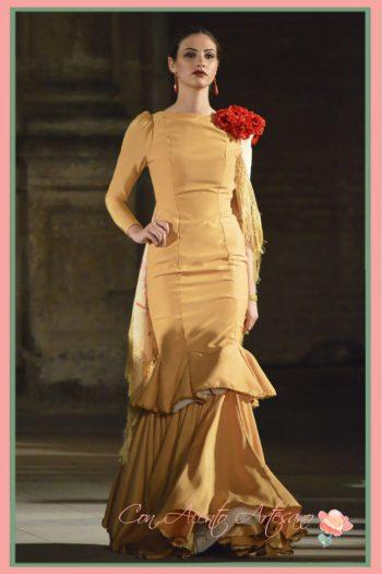 Traje flamenca mostaza alumnos Sevilla de Moda