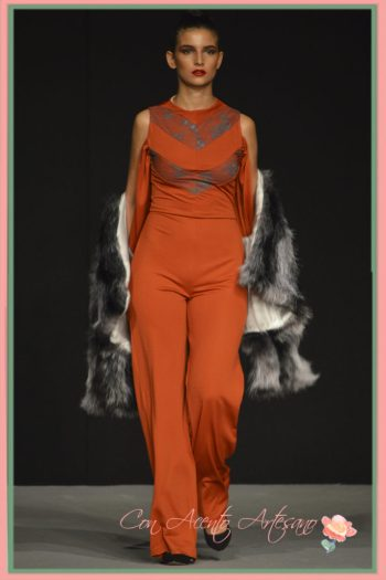 Mono anaranjado de LaPaca Costura