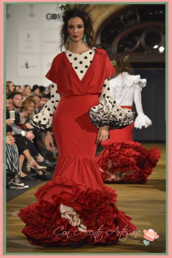 Traje de flamenca rojo de manga larga de Juan Boleco en We Love Flamenco 2017