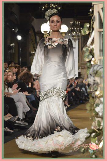 Cloe sueña flamenco con vestidos como éste en degrade y flores