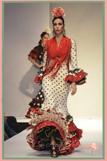 Traje de flamenca de talle bajo y evasé de Carmen Fitz