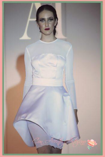 Vestido de novia hasta las rodillas en blanco de Ana Mayo