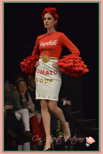 Vestido lápiz con mangas de volantes de Ángeles Gálvez inspirado en Tomato Soup de Warhol